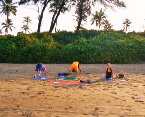 Yoga am Strand in Goa